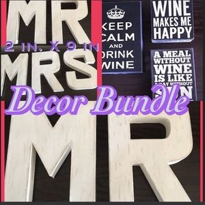 Mr & Mrs signs an wine post